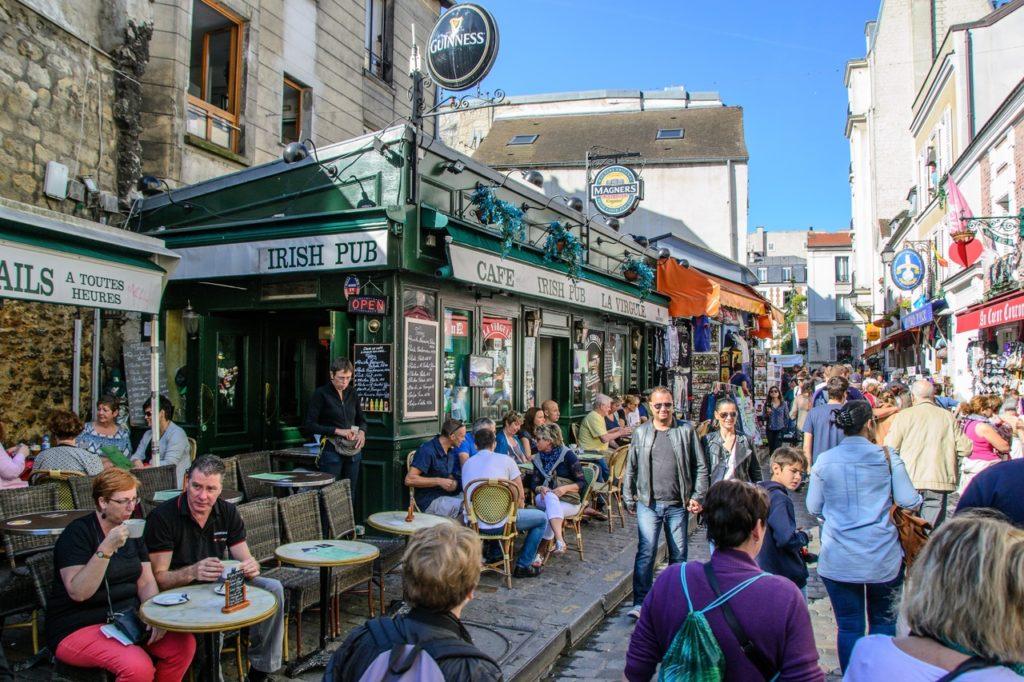 Le marché d'une communauté chinoise à Montmartre
