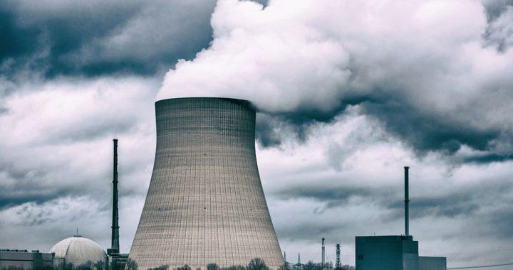 Quels sont les risques environnementaux liés aux centrales nucléaires ?